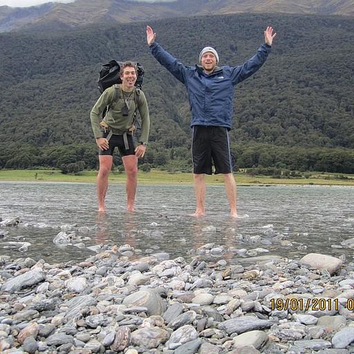 חציית נהר המקרורה - קר מאוד וחוויה שקשה לשכוח