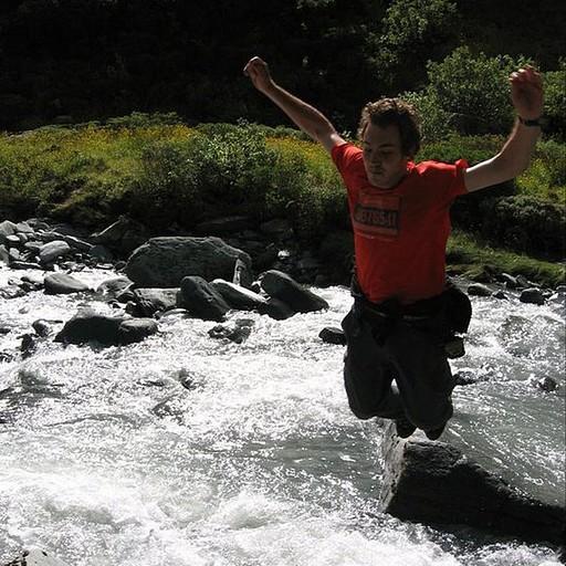 שוברים שיאי קפיצה מהמקום מהתיכון. חציית נהרות זה הכל או כלום.