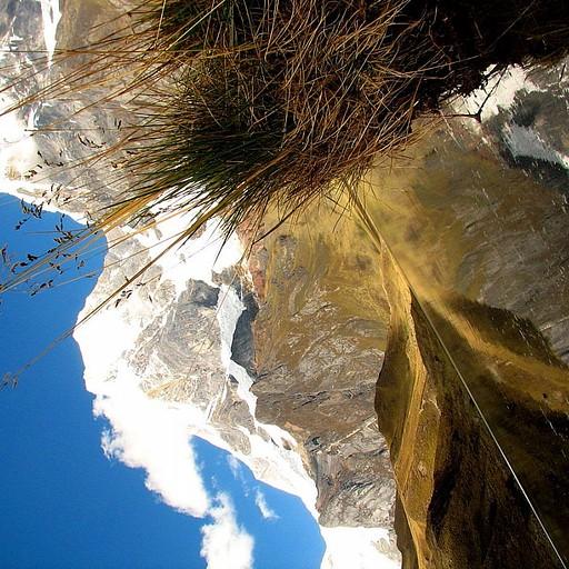 הלגונה והשתקפות ההרים