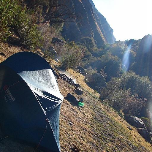 האוהל בקרני השמש