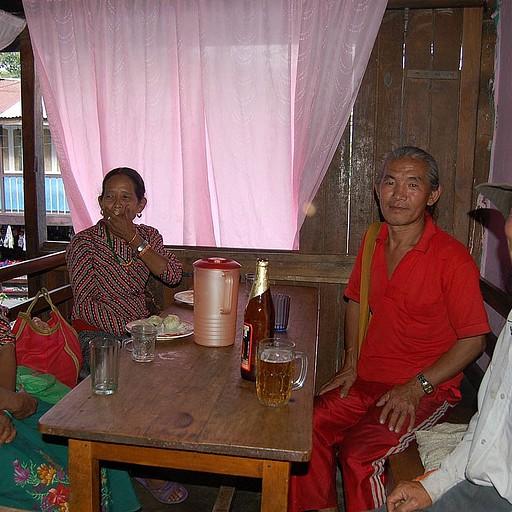 חברים מהפאב בכפר הסמוך