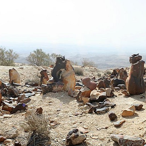 אבנים בצורת אדם