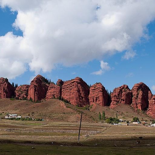 ההרים האדומים של JETI OGUZ