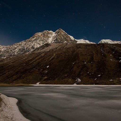 אגם Samiti באור הירח - 02:40 לפנות בוקר