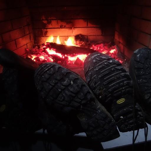 יבוש נעליים אחרי יום גשום במיוחד