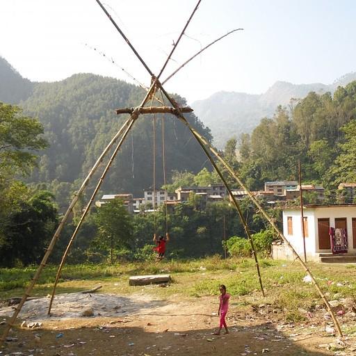 נדנדה מבמבוק בארוגט באזר