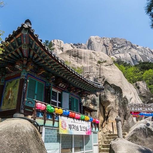 המנזר הקטן. מעליו מתנשא אולסאנבאווי