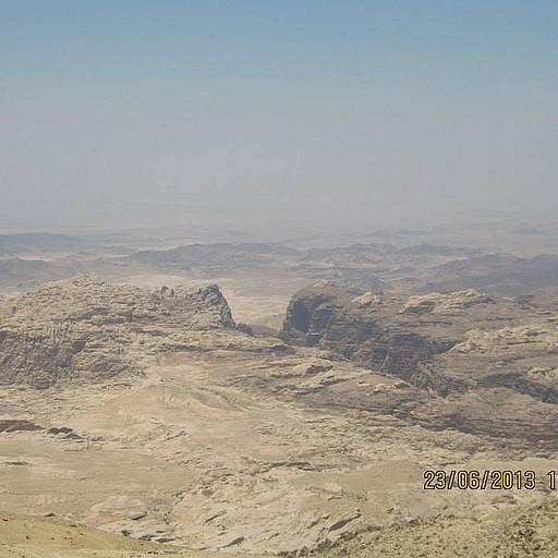 הנוף מאחת התתצפיות בדרך לנחל