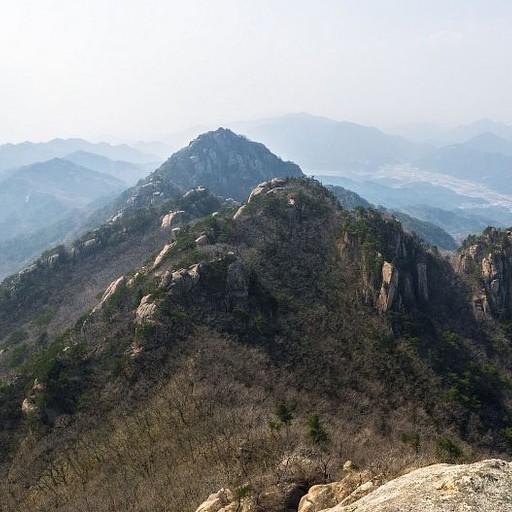 הנוף מהסלע Munjangdae