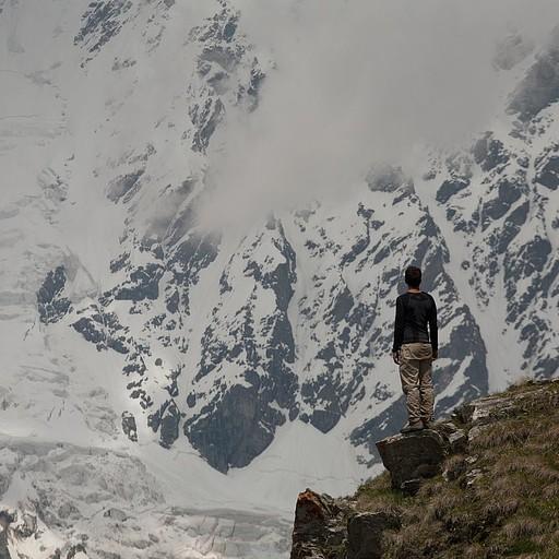 מעל קרחון שחארה