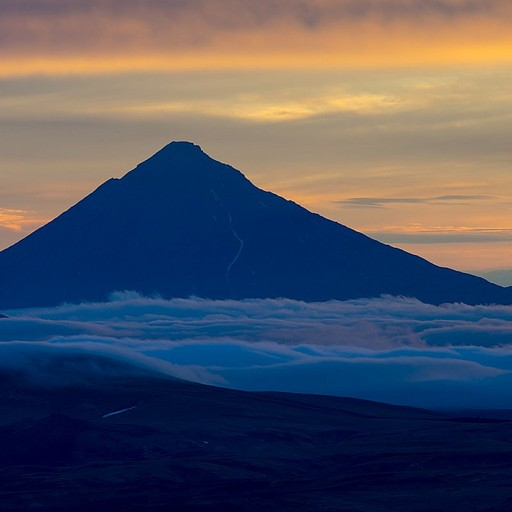 Opala Volcano בשקיעה