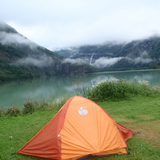 הקמפינג ליד האגם