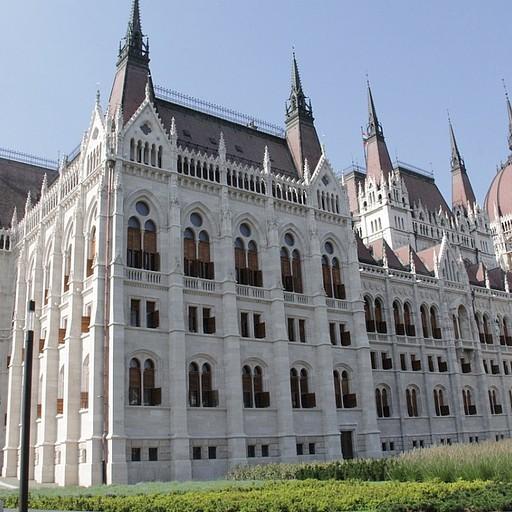 בניין הפרלמנט מהצד