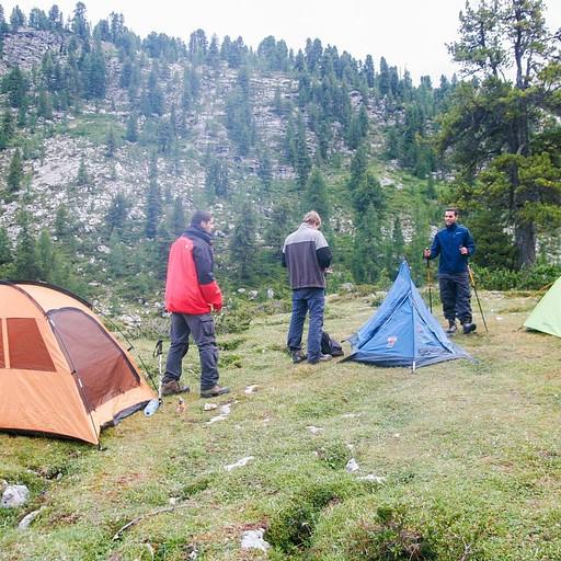 השינה באוהלים