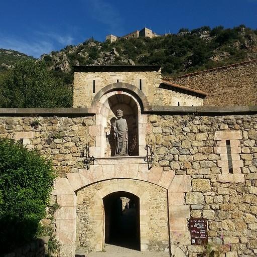 העיירה והמבצר למעלה