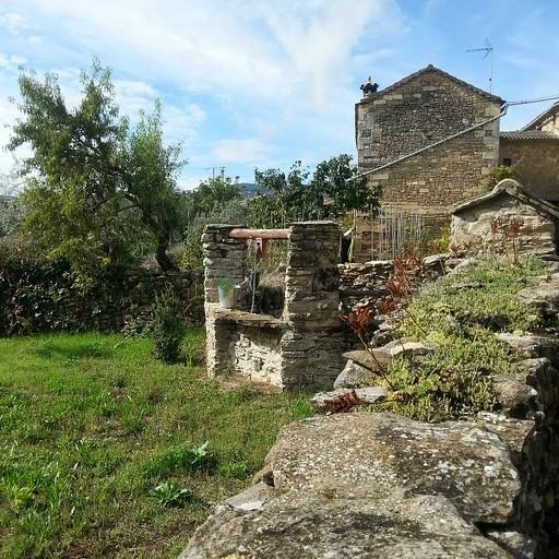הדרכים המסורתיות בין הבתים