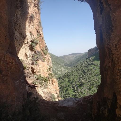נוף מהמערה