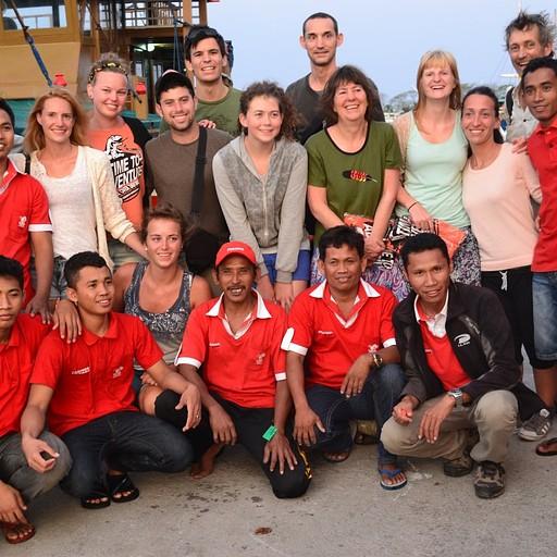 הצוות והחבר'ה על הסירה