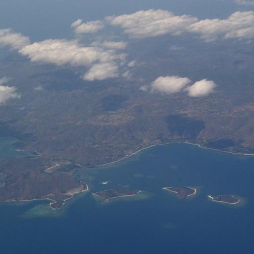 מהחלון במטוס - גילי איילנדז וחופי לומבוק