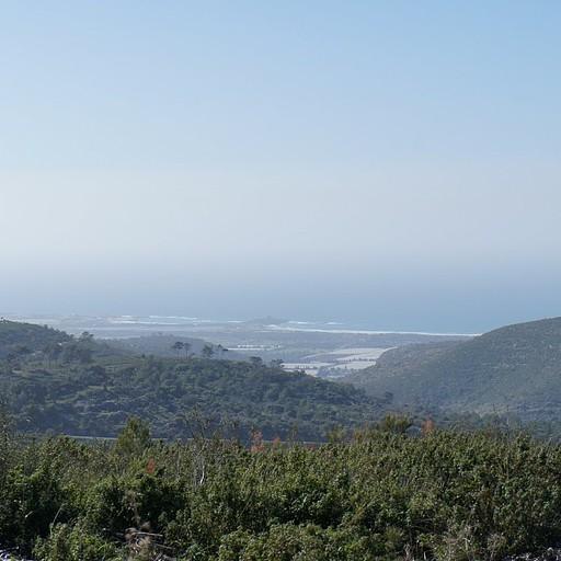 מבט מהר ערקן מערבה - שיפולי הכרמל, בריכות דגים ומבצר עתל