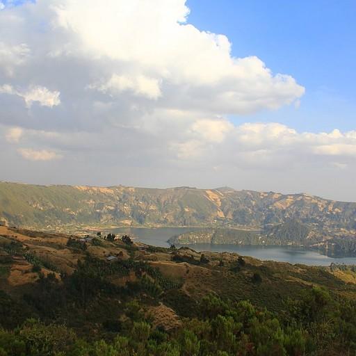 תצפית על האגם מצפון מערב לאגם