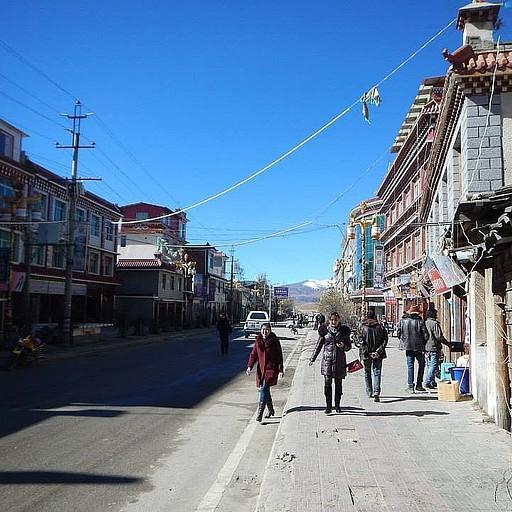 הרחוב הראשי בעיירה