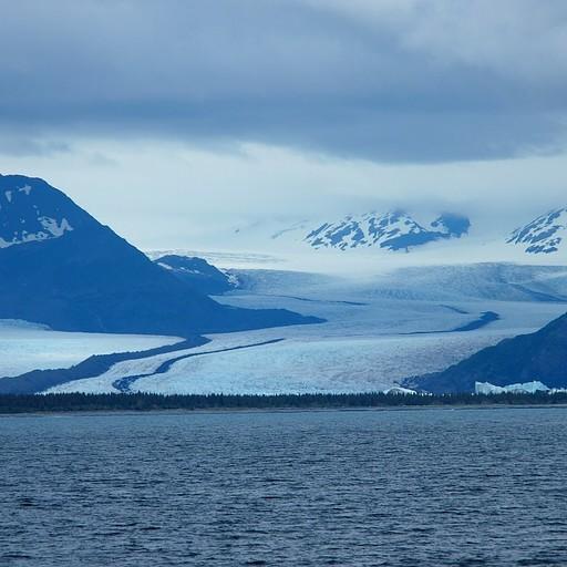 קרחון בר (bear), שנשפך משדה הרדינג לאוקיינוס השקט.
