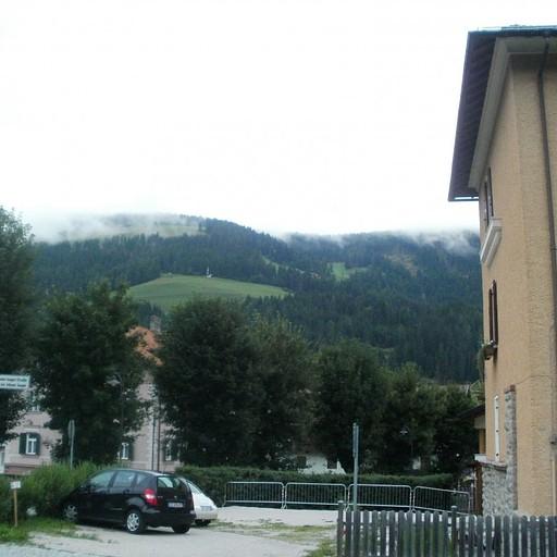 הכניסה לעיירה מכיוון תחנת הרכבת