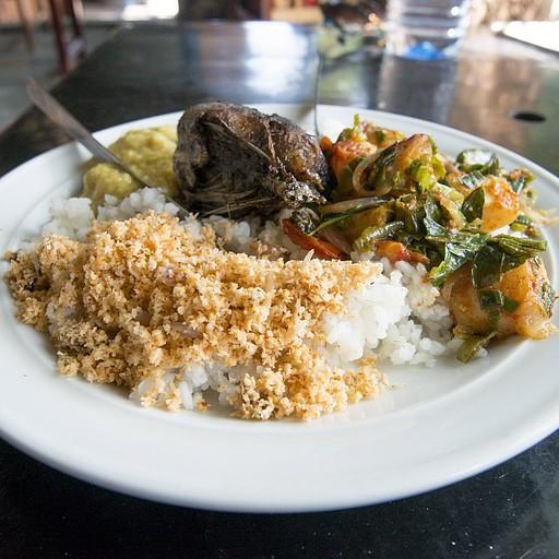 אורז וקארי עם דג