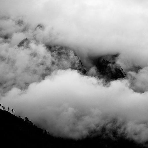 בין העננים