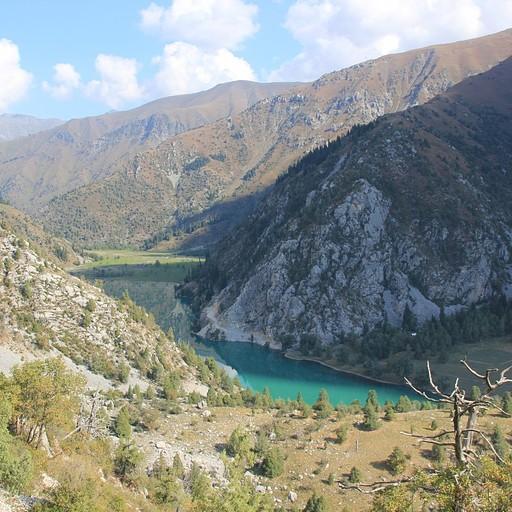 תצפית על אגם 'Karasu' מהעלייה