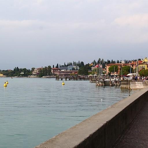 קו החוף בסירמיונה