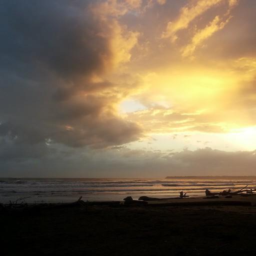 זריחה מול החוף השחור, קאוויטה