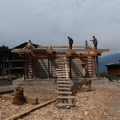 בניית מקדש בכפר רומסו