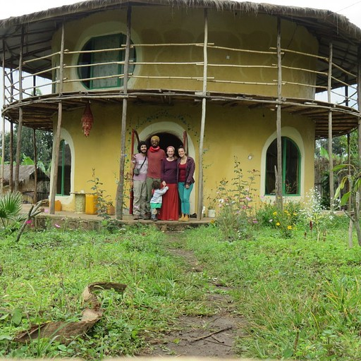 הבית של מסאי ולנה והגינה שלהם