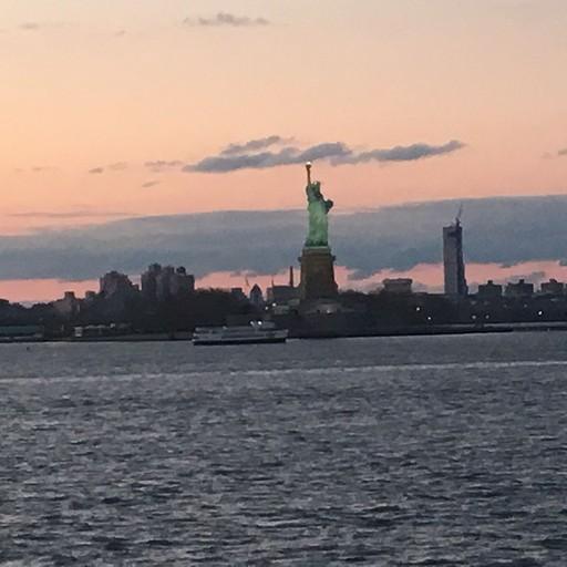 פסל החירות הנצפה מהשייט לסטטן איילנד