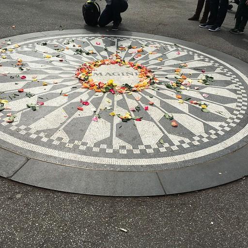 סנטרל פארק- האנדרטה לזכר ג'ון לנון