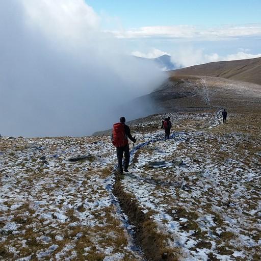 4. אחרי (3) מתחילה הליכה של כמה שעות במישור בגובה 2500-2600, עד לפנייה לירידה למנזר