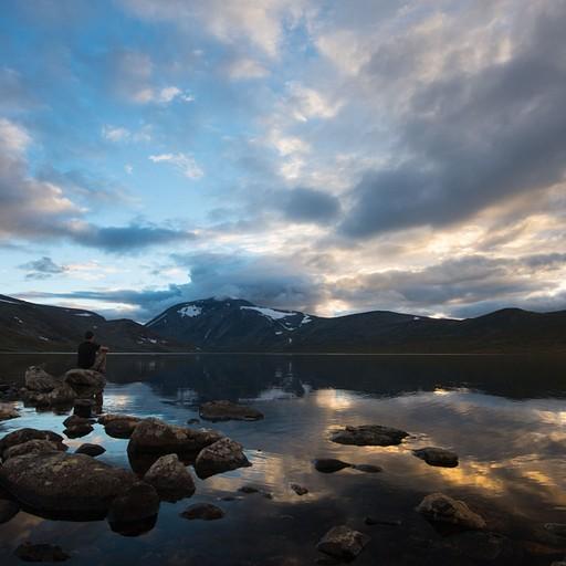 שקיעה על אגם Bessvatnet