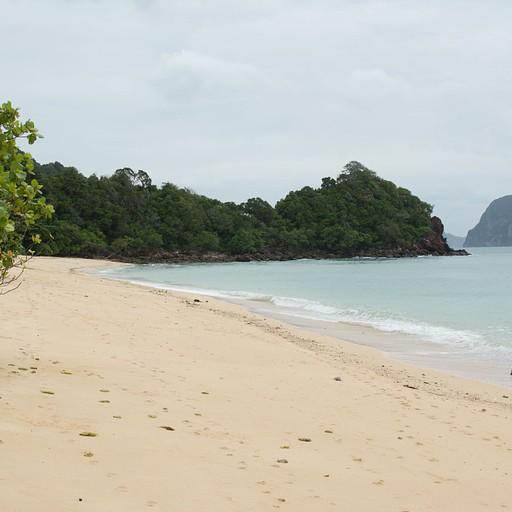 החוף הדרומי ב-Koh Ngai