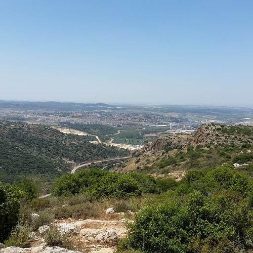 הנוף משלוחת הר-טוב, העיר בית שמש ברקע