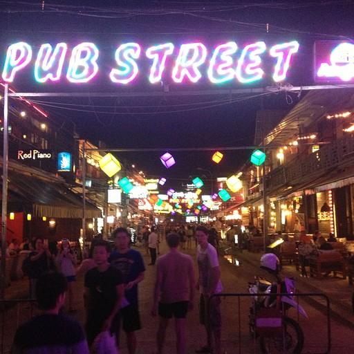 רחוב הפאבים בסיאם ריפ לעת ערב