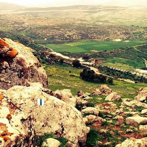 הירידה מקרני חיטין אל עבר כפר זיתים ונבי שועייב.