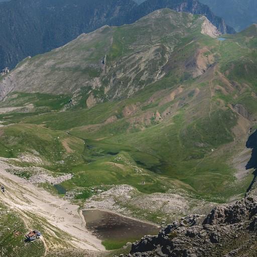 הנוף מפסגת אסטרקה. ניתן לראות את אגם הדרקון ואת הרפיוג'