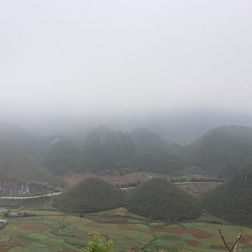 """נוף מנקודת תצפית על הר """"השדיים"""""""