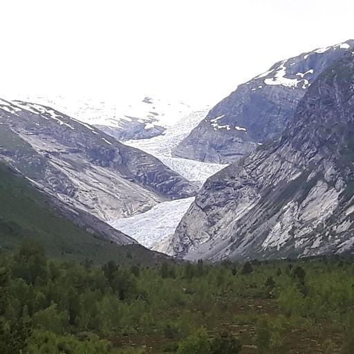 תמונת הקרחון מהמרפסת של מרכז המבקרים .