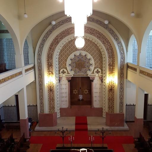 פנים בית הכנסת המפואר