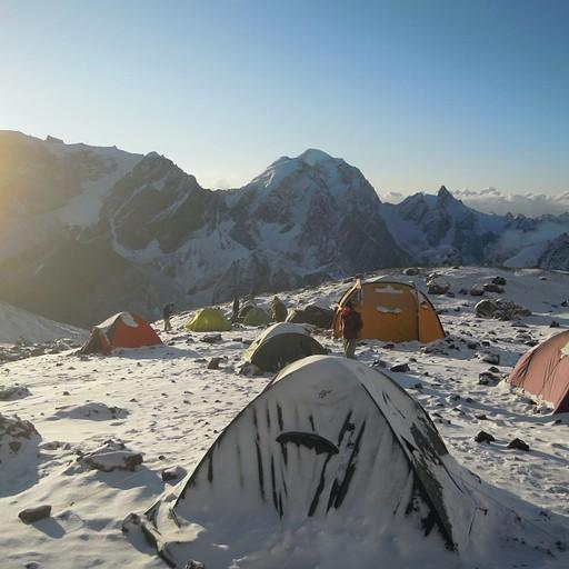 האוהלים עם אור ראשון