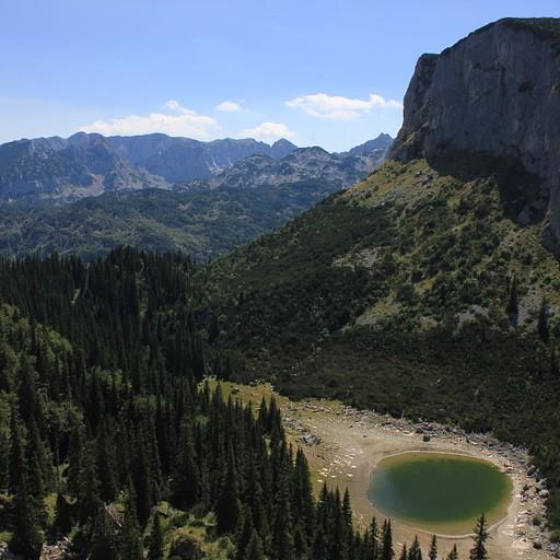 מבט על האגם מלמעלה