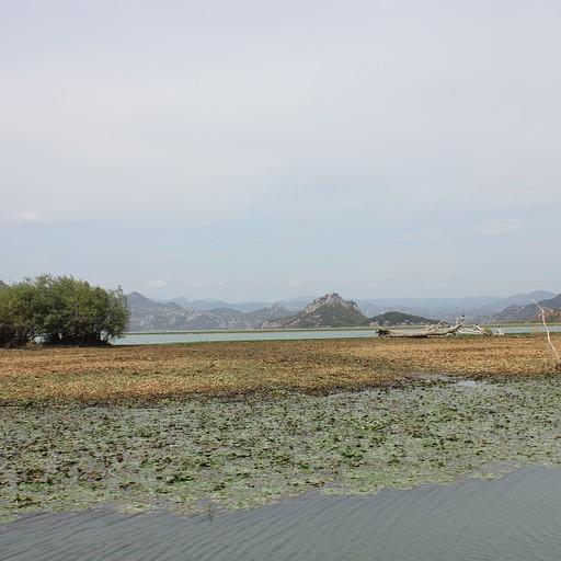 מבט על אגם סקאדר
